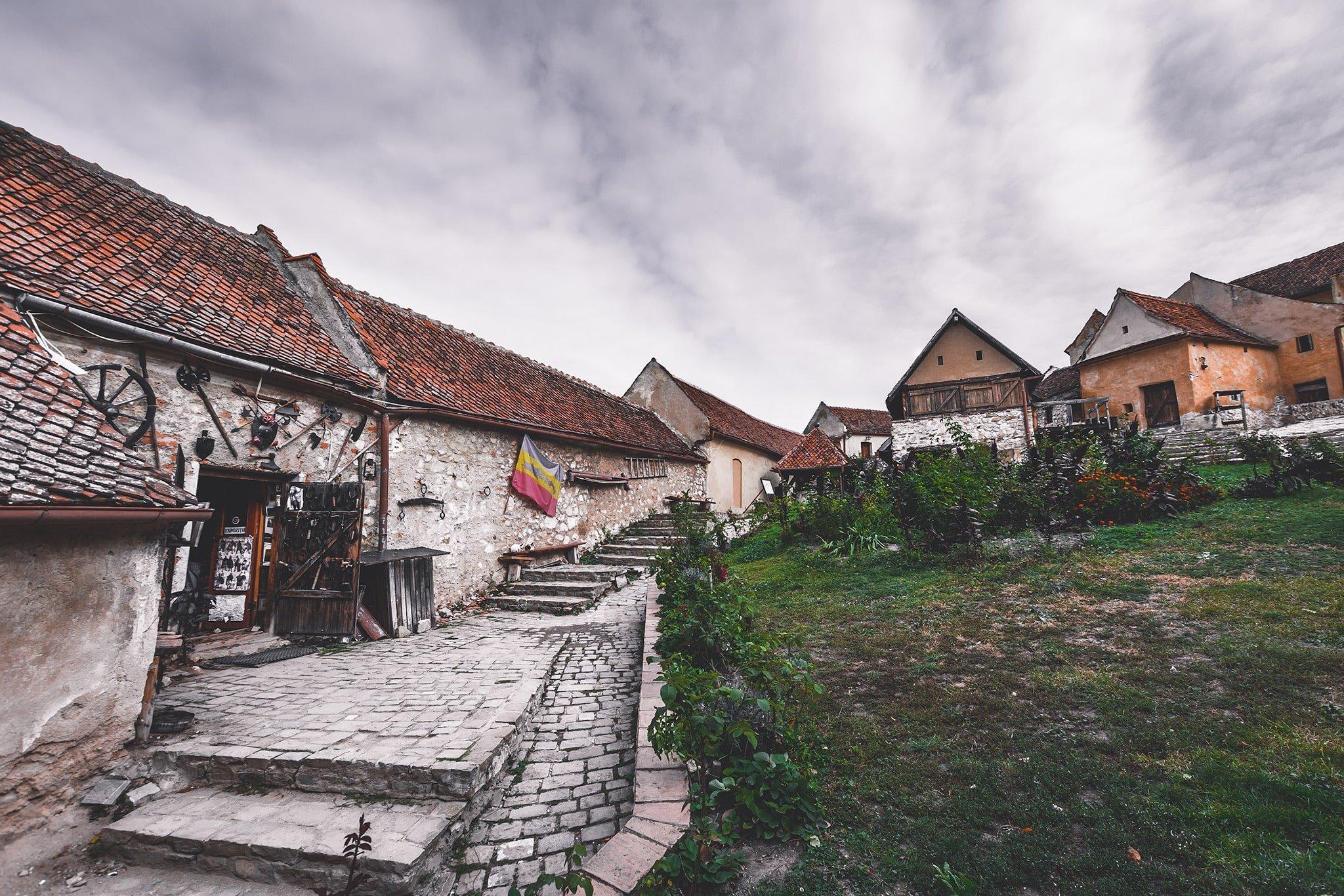 interior cetatea rasnov