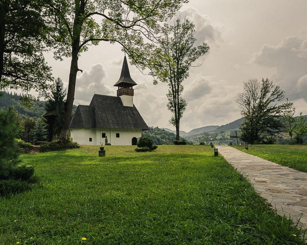 manastire lemn lupsa
