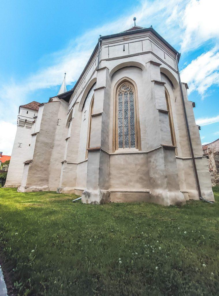 curtea interioara biserica
